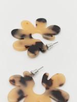 Tortoise Shell Flower Earrings
