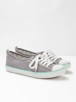 white stuff shoes size