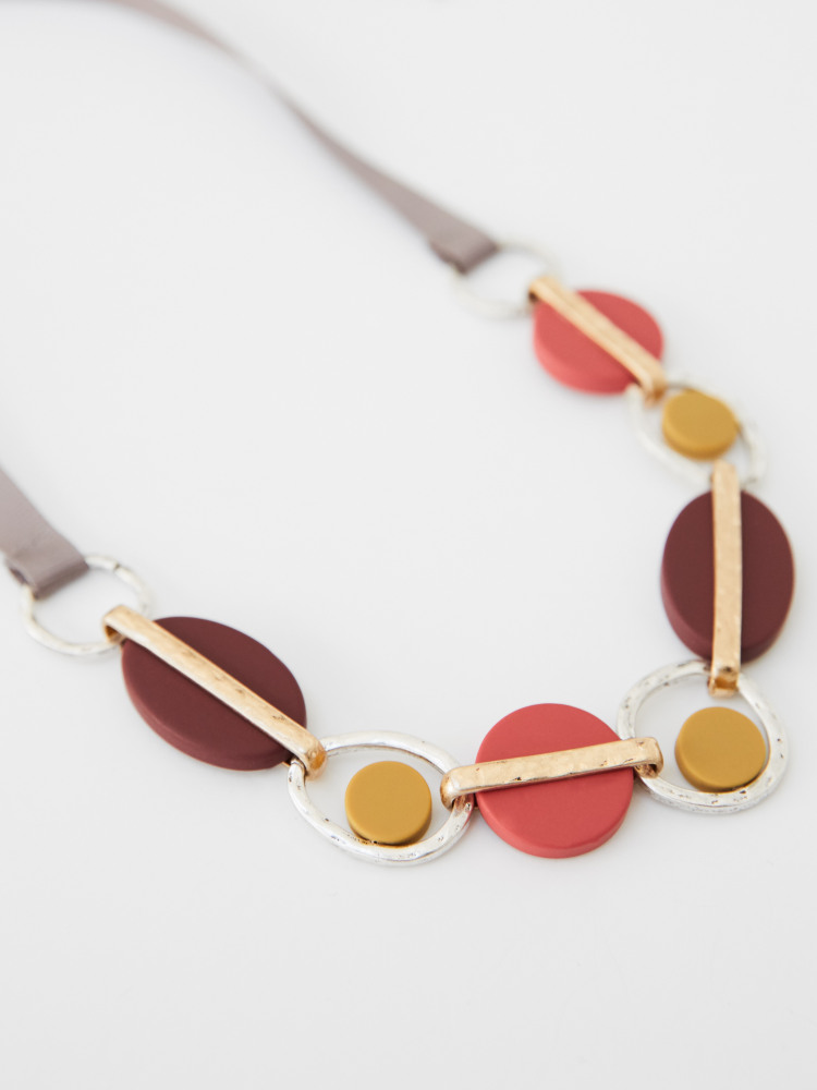 Geo Resin Ribbon Necklace