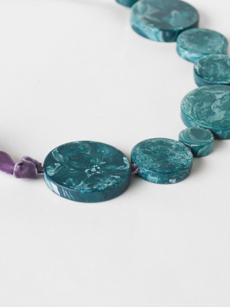Resin Disc Ribbon Necklace