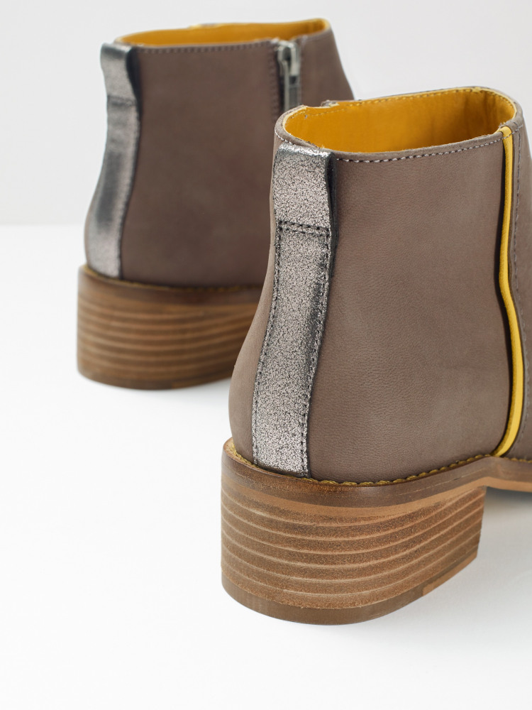 Flat Contrast Ankle Boot (Light Grey