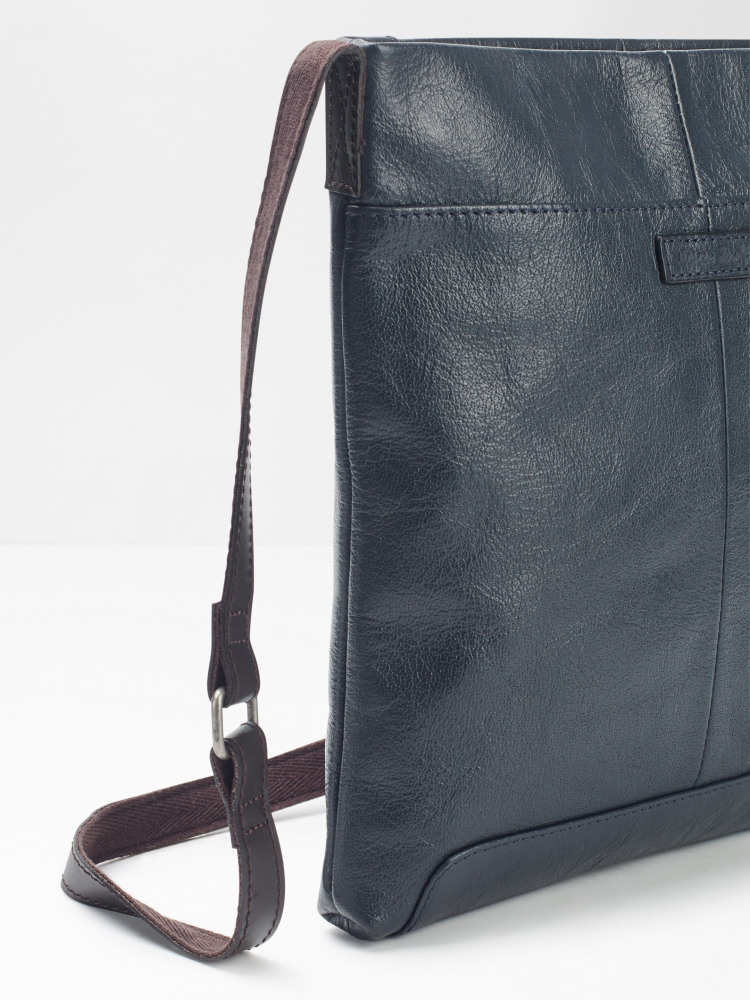 Issy Envelope Crossbody