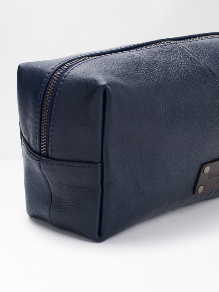 Emmet Leather Washbag